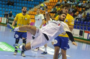 Photo d'un tir de handball.