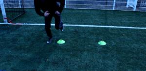 Photo d'exercice de sauts latéraux.